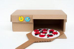 cucina giocattolo in cartone