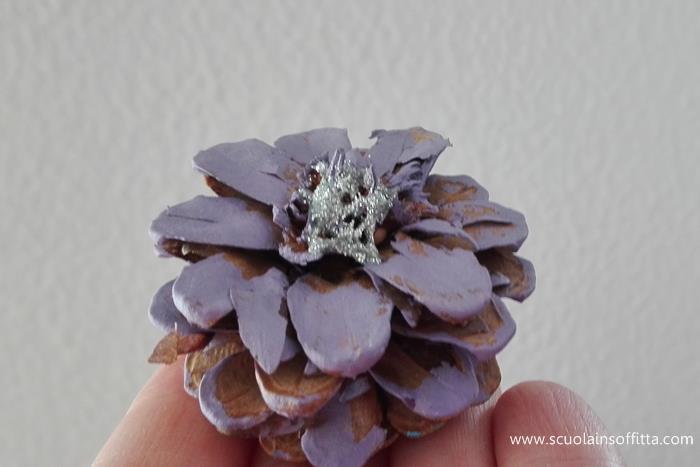 fiori con le pigne