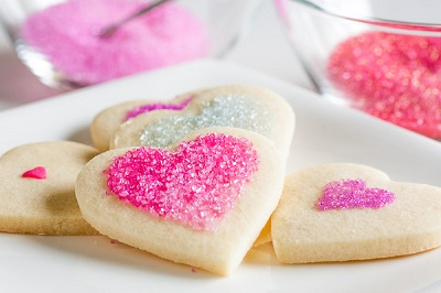 biscotti a forma di cuore decorati