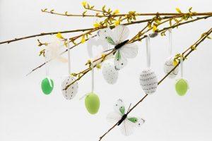 Decorazioni fai da te per l'albero di Pasqua