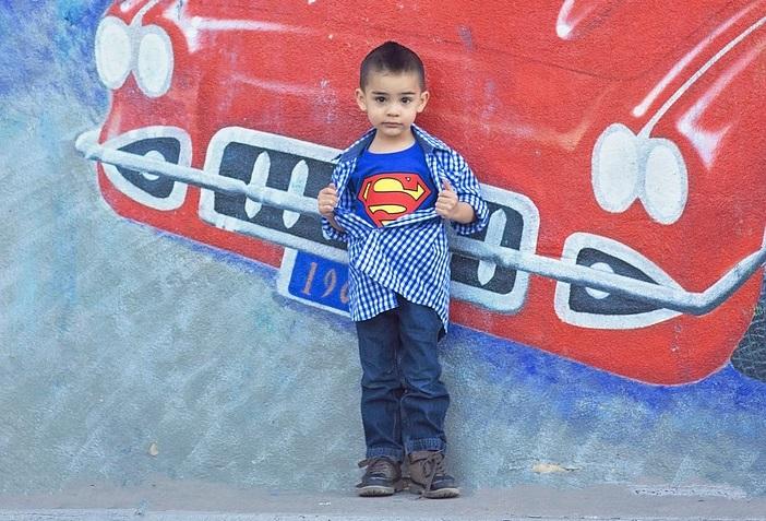Gioco da stampare Supereroe in città