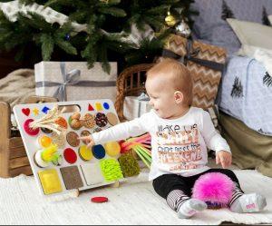 Sensory board: tavola delle attività per neonati