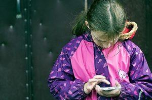 Strategie per staccare un figlio dal cellulare