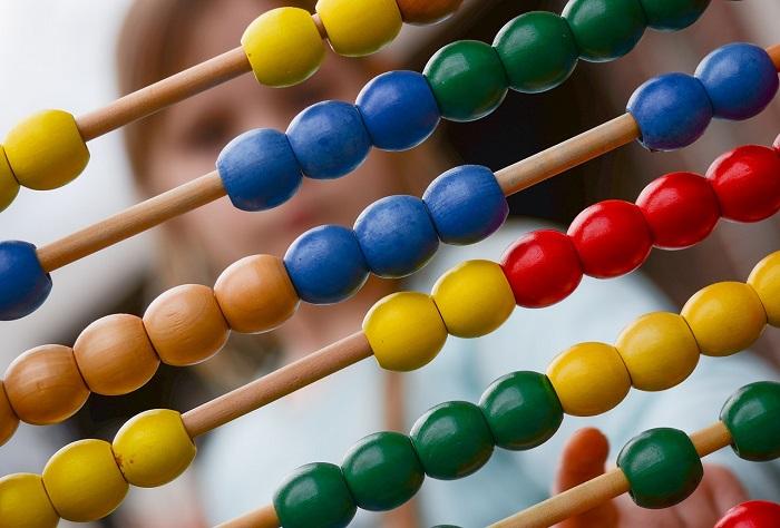Colore e Stile Casuali Toyvian Bambini Che saltano Giocattoli della Rana Dito Che premono Rana Che Salta i Giocattoli per i Bambini Grandi favori di Partito
