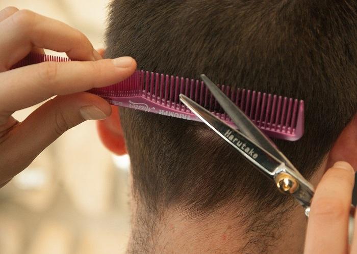 Come tagliare i capelli in casa